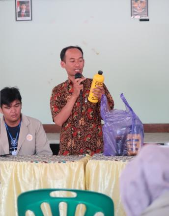 Sosialisasi Pengolahan Sampah dan Kebersihan Lingkungan oleh KKN UGM