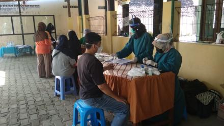 Screening Penyakit Tidak Menular Posbindu Surya Sari Sarirejo II