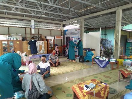 Posbindu Terbatas Singosaren I feat Tim Dokter FK UII dr. Yaltafit Abror Jeem, M.Sc.